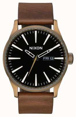 Nixon Sentry leather | ottone / nero / marrone | cinturino in pelle marrone | quadrante nero A105-3053-00